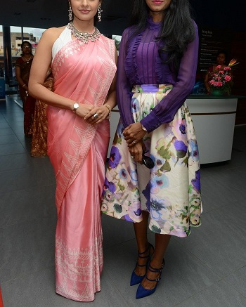 Sasha was the one in pretty pink saree. She wore it in a modern style.